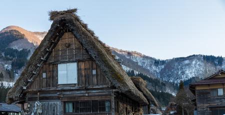 日本の白川郷の歴史的な村 写真素材 - 77151406