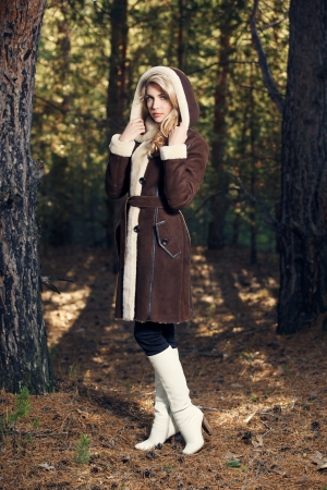 Junge Frau mit Seasonal Fashion photo