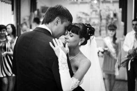 Sposa e lo sposo danza Archivio Fotografico