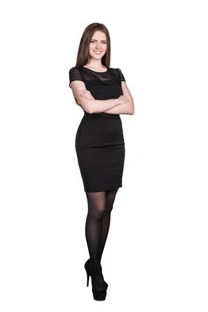 completo: Retrato de cuerpo entero de mujer de negocios con los brazos cruzados, aislados en blanco