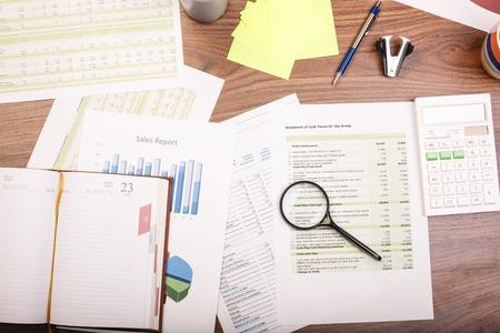 contabilidad financiera cuentas: Vector de la oficina. Oficina tur�stica an�lisis gr�ficos de contabilidad financiera