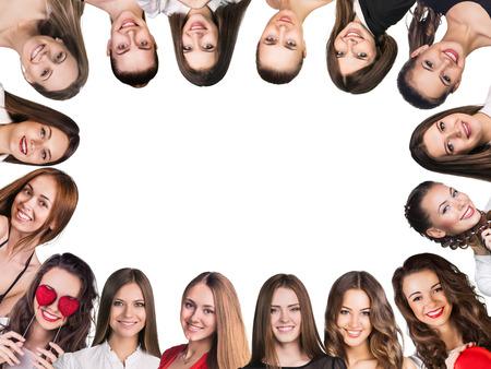 simbolo de la mujer: Smilling marco. Grupo de mujeres jóvenes felices. Aislado
