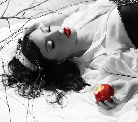 non toxic: snow white girl poisoned apple