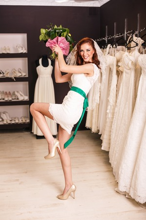 funy: Funy bride throwing the bouquet
