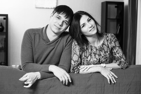 20 24 years: Couple leaning over their couch