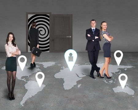 hypnotise: Businesspeople standing in the room on a map