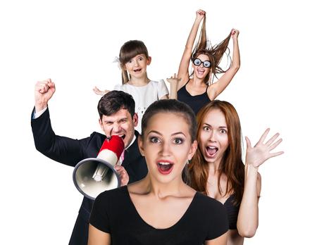 sorpresa: Grupo de personas sorprendido en el fondo blanco