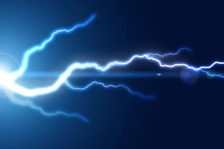 青の背景に明るい落雷