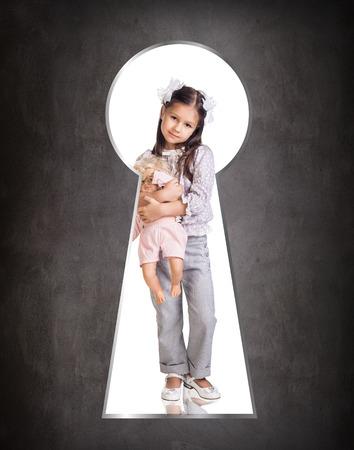 keek: Someone peeking through the keyhole of the little girl