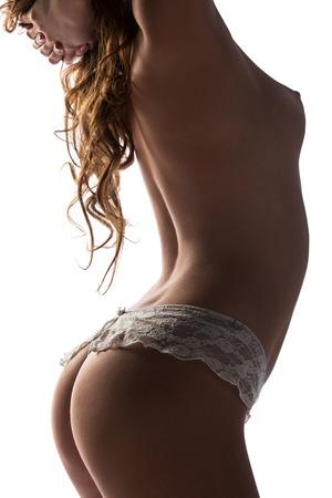 mujeres eroticas: Mujer atractiva en ropa interior de encaje aislado en el fondo blanco