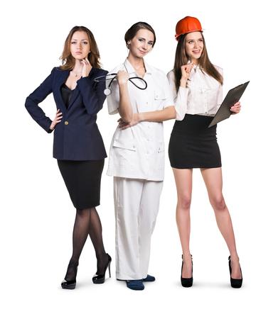 diferentes profesiones: Tres mujeres sonrientes atractivos con diferentes profesiones aisladas en blanco