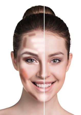 Verdeeld vrouwelijk gezicht voor en na het mengen van contour en make-up op het hoogtepunt. Stockfoto