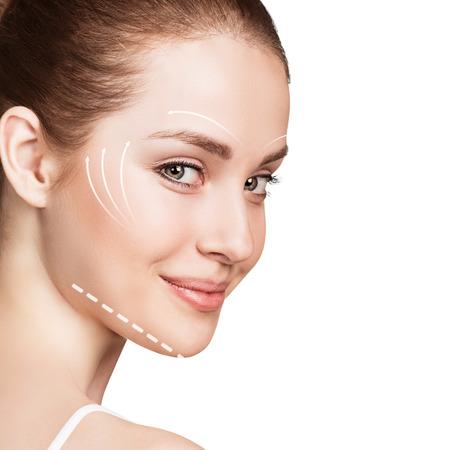 Junge weibliche Gesicht mit sauberen frische Haut isoliert auf weiß. Anti-Aging-Konzept. Standard-Bild - 59937174