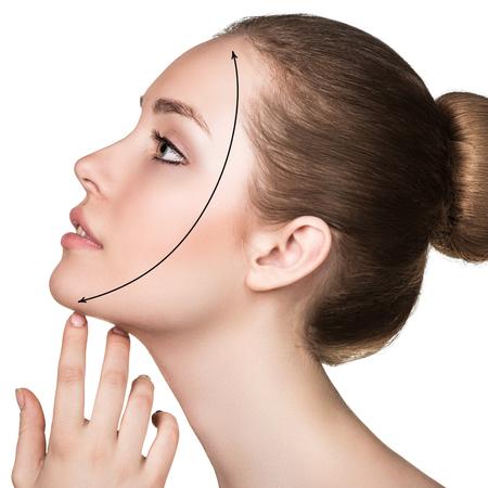 ovalo: Cara de la mujer hermosa con la línea de corrección.
