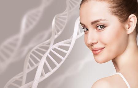 Portret zmysłowej kobiety wśród łańcuchów DNA