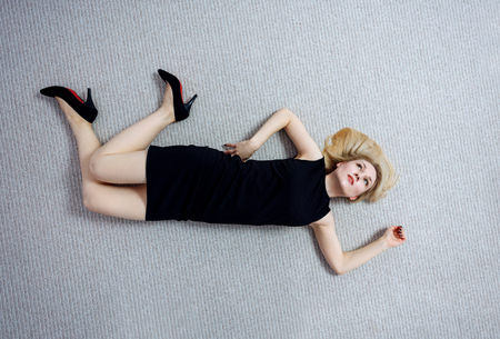 Beautiful dead woman in black dress lying on the floor. 스톡 콘텐츠 - 110905340