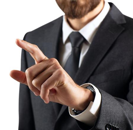 Biznesowy mężczyzna ze wskazaniem lub dotknięciem palcem wskazującym.