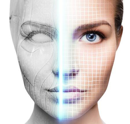 Mujer cyborg con parte de la máquina de su rostro que se escanea.