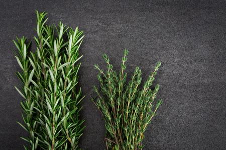 tomillo: Tomillo romero fresco hierbas verdes