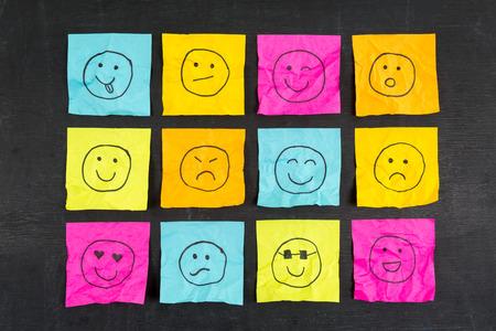cara triste: Arrugado nota pegajosa emoticonos emoticonos