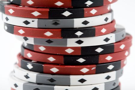 een stapel van rode en witte pokerfiches Stockfoto