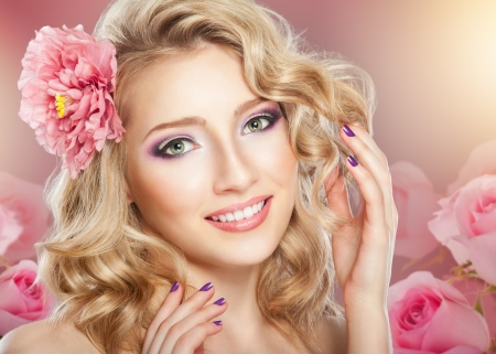 Closeup beautiful woman face with flower Imagens