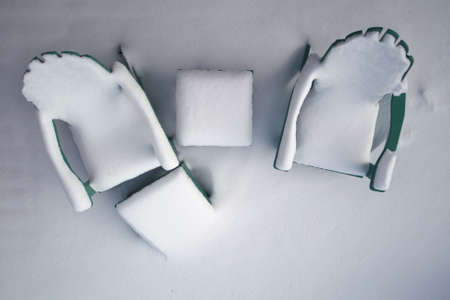andirondack stoelen in vers schoon sneeuwval