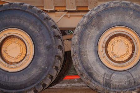 grandes equipos de construcción de neumáticos  Foto de archivo - 2257738