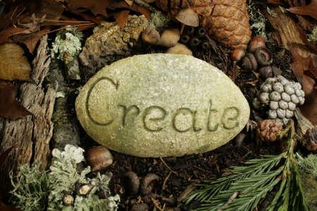 het woord op steen in forest maken Stockfoto