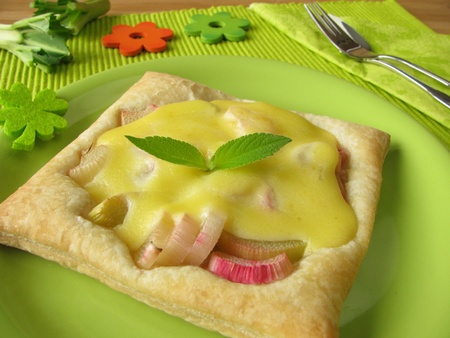 blancmange: Puff pastry with rhubarb, blancmange and pineapple-scented sage Stock Photo