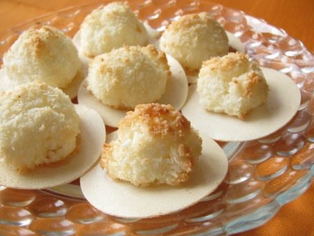 kiss biscuits: Coconut macaroons