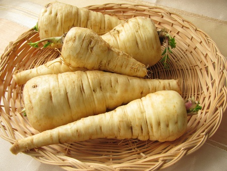 Parsnips in basket Stockfoto