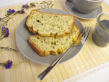 baking cake: Poppy seed cake
