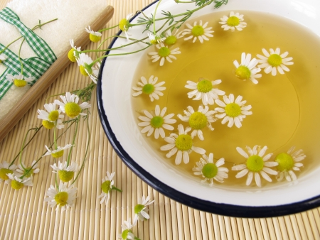 Bath essence with chamomile flowers Stockfoto