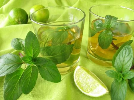 Ijsthee met citroen mint Stockfoto