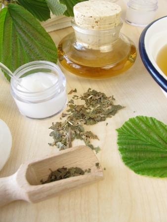 hamamelis: Bath essence, cream and tincture with hamamelis