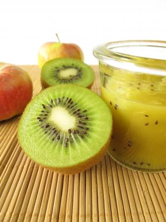 kiwi fruta: Jam con kiwi y manzana