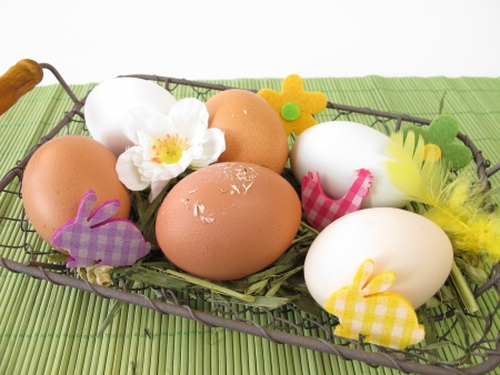 Eggs in natural white, brown and green colors in easter basket Stock Photo - 17814279