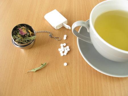 Tee mit Süßstoff-Tabletten Standard-Bild - 27338029