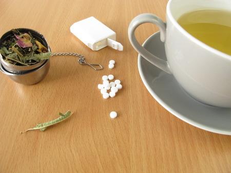 Thee met zoetstof tabletten Stockfoto