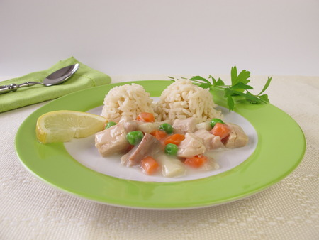 fricassee: Chicken fricassee with carrots, peas and asparagus