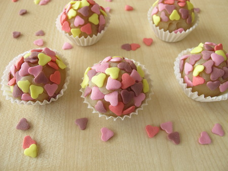 marzipan: Marzipan pralines with sugar hearts