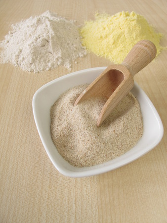 maize flour: Ground psyllium seed husks, maize flour and buckwheat flour