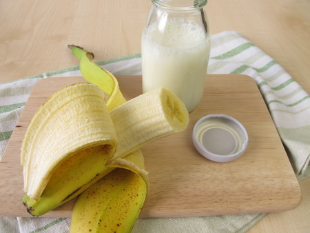 lactic: Bottle of kefir with banana