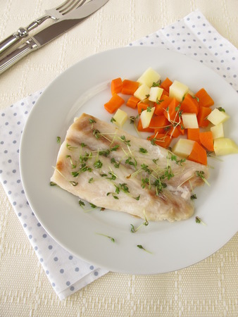 coking: Perch fillet with vegetables and cress