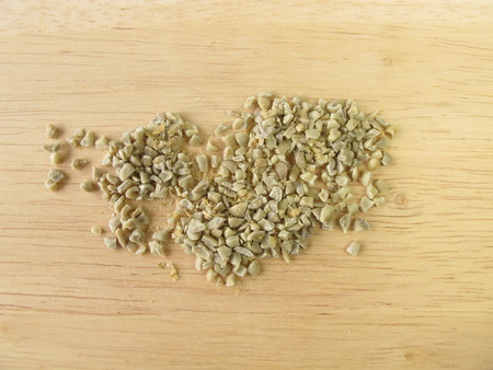 unroasted: Coarsely ground green coffee beans