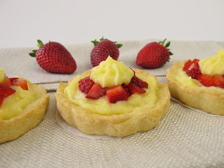 pudding: Pudding tartlets with strawberries Stock Photo
