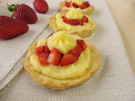blancmange: Pudding tartlets with strawberries Stock Photo