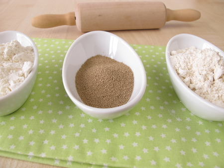 yeast: Flour and dry bakers yeast Stock Photo