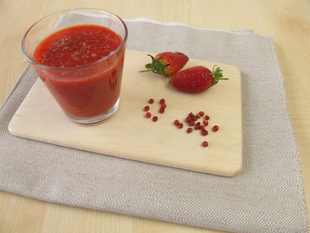 strawberry smoothie: Strawberry smoothie with pink peppercorn